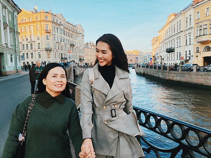 Tường Linh hạnh phúc vì năm 2018 đã đưa mẹ đi du lịch Nga đúng như ước nguyện của hai mẹ con.