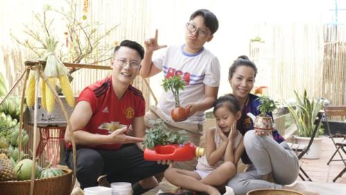 Hoàng Bách có cuộc sống hạnh phúc bên vợ và hai con.