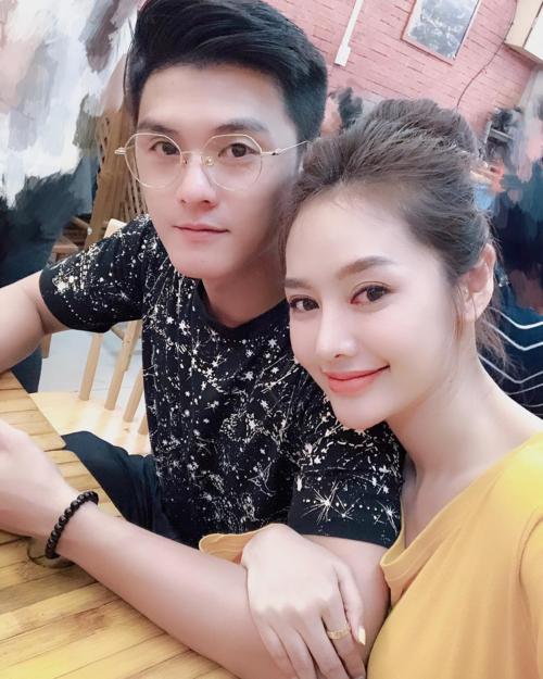 Linh Chi hạnh phúc bên Lâm Vinh Hải.