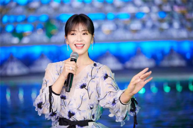 A Châu Lưu Đào đẹp như tiên nữ trên sân khấu chào xuân - 2