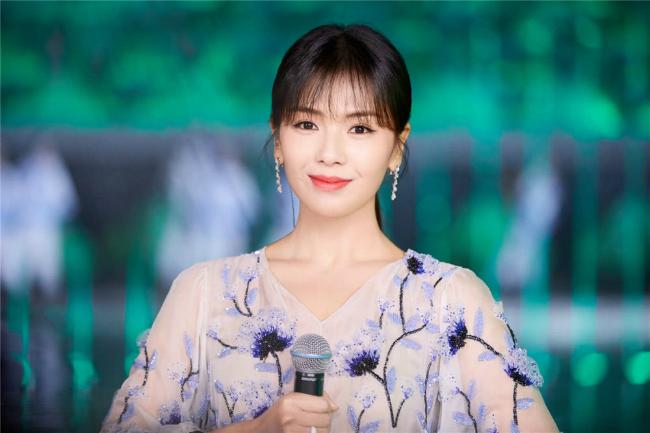 A Châu Lưu Đào đẹp như tiên nữ trên sân khấu chào xuân - 4