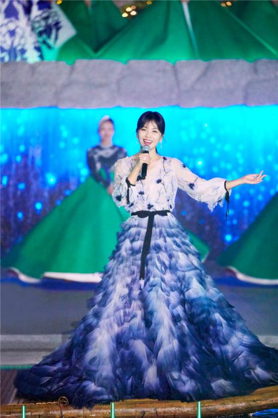 A Châu Lưu Đào đẹp như tiên nữ trên sân khấu chào xuân - 5