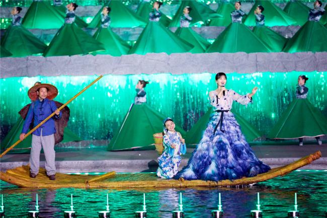 A Châu Lưu Đào đẹp như tiên nữ trên sân khấu chào xuân - 6