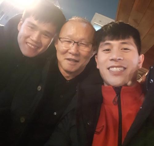 HLV Park Hang-seo thămĐình Trọng, Lục Xuân Hưng sau khi về Hàn Quốc.
