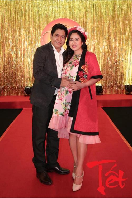 Vợ chồng Thanh Thúy - Đức Thịnh chụp ảnh Tết.