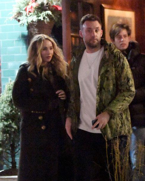 Jennifer và bạn trai đi ăn tối ở New York hôm 3/1.