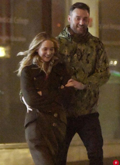 Jennifer Lawrence đã đính hôn với giám đốc phòng tranh - 1