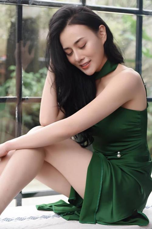 Diễn viên Phương Oanh hóa nàng xuân trong bức ảnh mới.