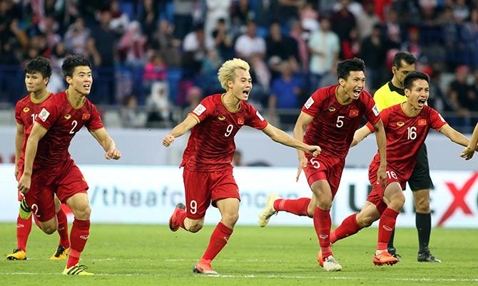 Cầu thủ Việt Nam ăn mừng chiến thắng trước Jordan ở vòng 1/8 Asian Cup 2019. Ảnh: Anh Khoa.