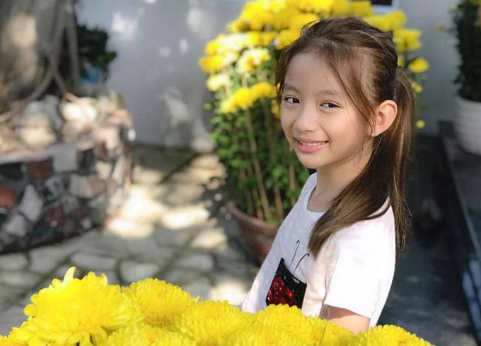 Con gái Ngọc Diễm lên 9 tuổi, sở hữu chiều cao ấn tượng với gương mặt có nhiều nét giống mẹ.