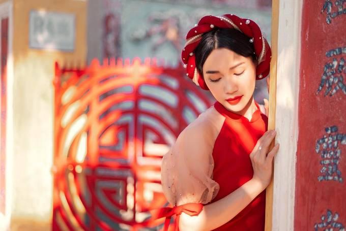 Đủ kiểu biến tấu tóc duyên dáng khi diện áo dài của sao Việt