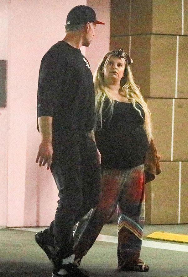 Eric ở bên chăm sóc vợ chu đáo trong suốt thai kỳ.