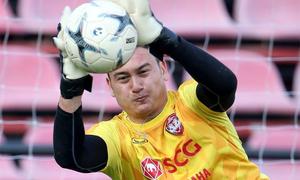 Những pha bắt bóng đầu tiên của Văn Lâm ở Muangthong United