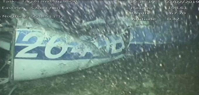 Xác máy bay chở Sala nằm sâu dưới đáy biển.