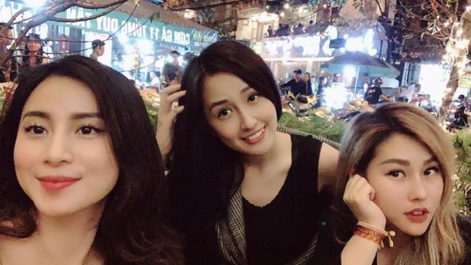 Hoa hậu Mai Phương Thuý tụ tập cùng những người bạn.