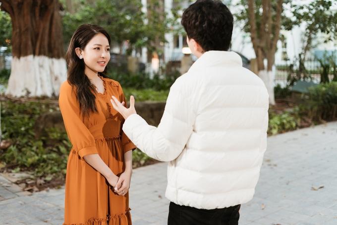 Nhưng khi đi du xuân, chàng trai vô tình gặp được một nửa của mình. Cả haicó một tình yêu đẹp và quyết định tiến đến hôn nhân.