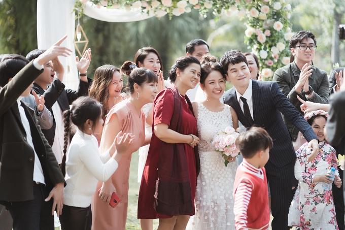 Hoàng Tôn sinh năm 1988 trong một gia đình có truyền thống nghệ thuật. Năm 2013, anh dựthi Giọng hát Việt, về đội của Mỹ Linh và đoạt ngôi Á quân. Năm 2015, Hoàng Tôn tiếp tục thi Tuyệt đỉnh tranh tài và xuất sắc giành chiến thắng chung cuộc.