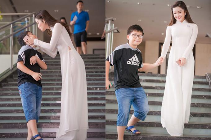 Khi cô mới đăng quang Á hậu Việt Nam 2014, em trai còn là một cậu nhóc lém lỉnh, tinh nghịch.
