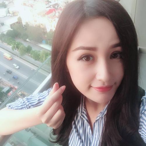 Hoa hậu Mai Phương Thuý cho biết: Ngày nào cũng đi chơi đến 2 giờ sáng và bật dậy lúc 7 giờ để đi tiếp. Tết này chân tôi gắn động cơ máy bay.