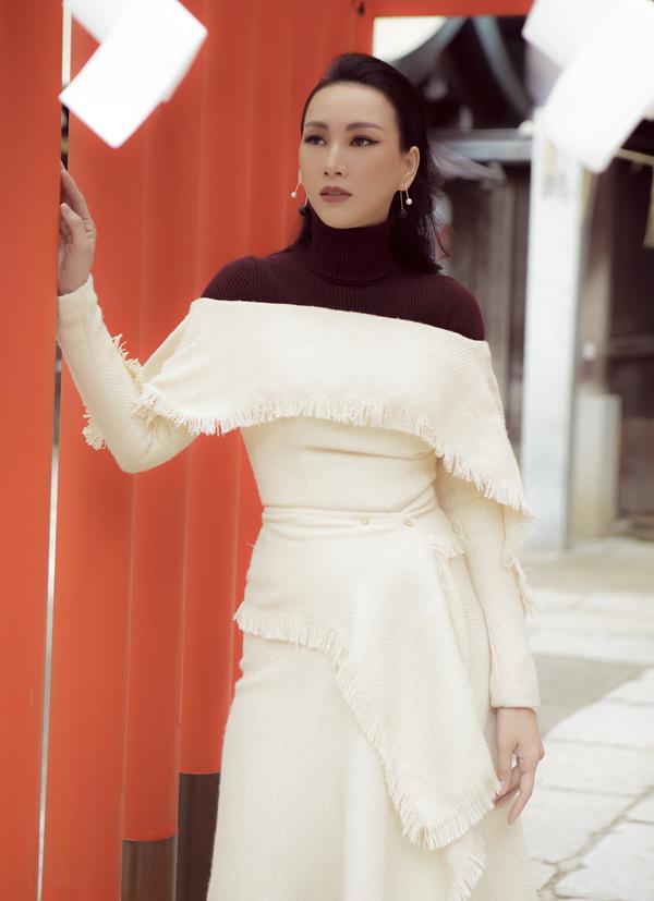 [Caption] Những ngày đầu năm mới 2019, hoa hậu Paris Vũ lại có chuyển công tác tại Nhật Bản. Hoa hậu trở thành đại diện của một số thương hiệu mỹ phẩm tại Nhật. Cũng nhân chuyến đi, người đẹp kết hợp quảng bá văn hoá Việt tại hội đồng hương của người Việt tại nhật. Hoa hậu không quên dành thời gian cùng ê-kíp ghi lại những hình ảnh đẹp đậm chất thời trang.