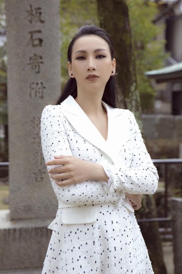 Paris Vũ từng là gương mặt quen thuộc trên sàn diễn TP HCM 20 năm trước. Năm 2018, cô tái xuất làng giải trí và gây bất ngờ khi đăng quang tại cuộc thi nhan sắc tổ chức ở Singapore.