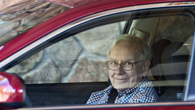 Nhà đầu tư huyền thoại Warrent Buffet ưa dùng bữa ở quán bình dân McDonalds. Ảnh:CNBC.