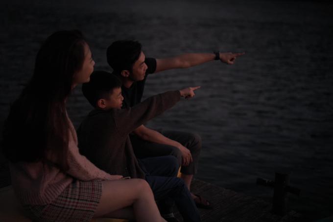 Doanh nhân Cường Đôla cùng bạn gái Đàm Thu Trang và con trai riêng Subeo thân thiết như một gia đình. Cả ba đang có chuyến du lịch nghỉ dưỡngtại Đà Lạt.