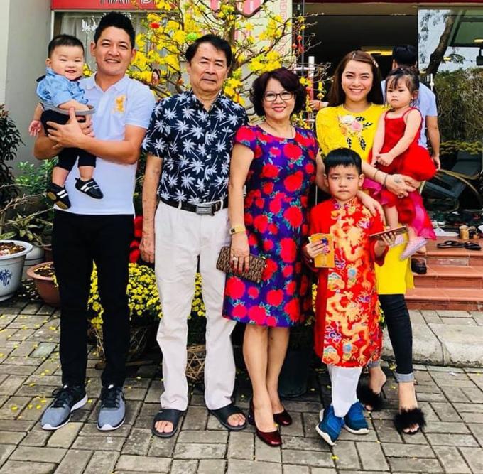 Tết sum vầy của gia đình Hải Băng - Thành Đạt.