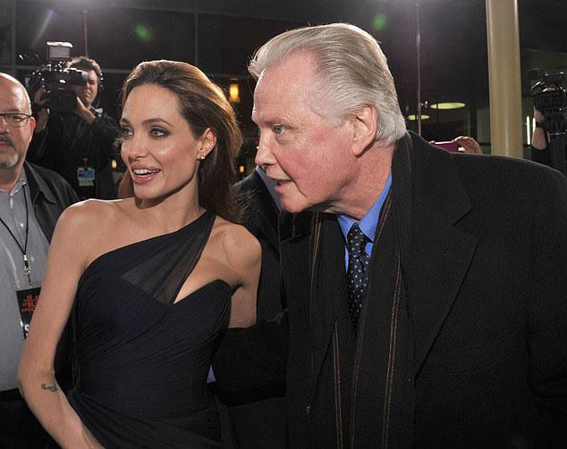 Ông Jon và Jolie tại sự kiện năm 2011.