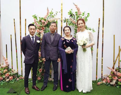 Đàm Thu Trang rất được lòng bố mẹ chồng tương lai.
