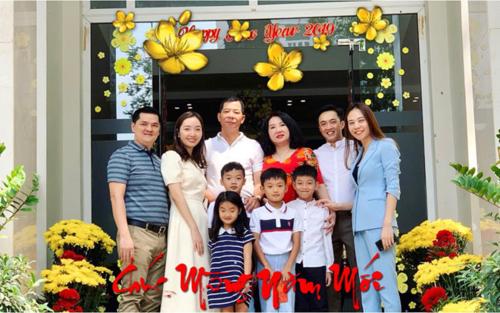 Đàm Thu Trang và Cường Đô La trong ngày đầu xuân bên gia đình doanh nhân.