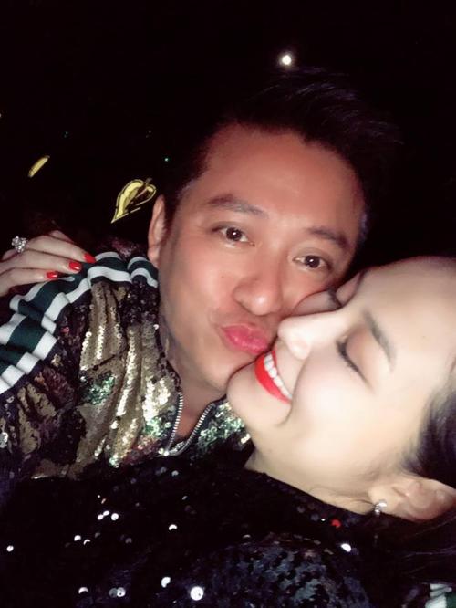 Tuấn Hưng hạnh phúc bên bà xã Thu Hương.