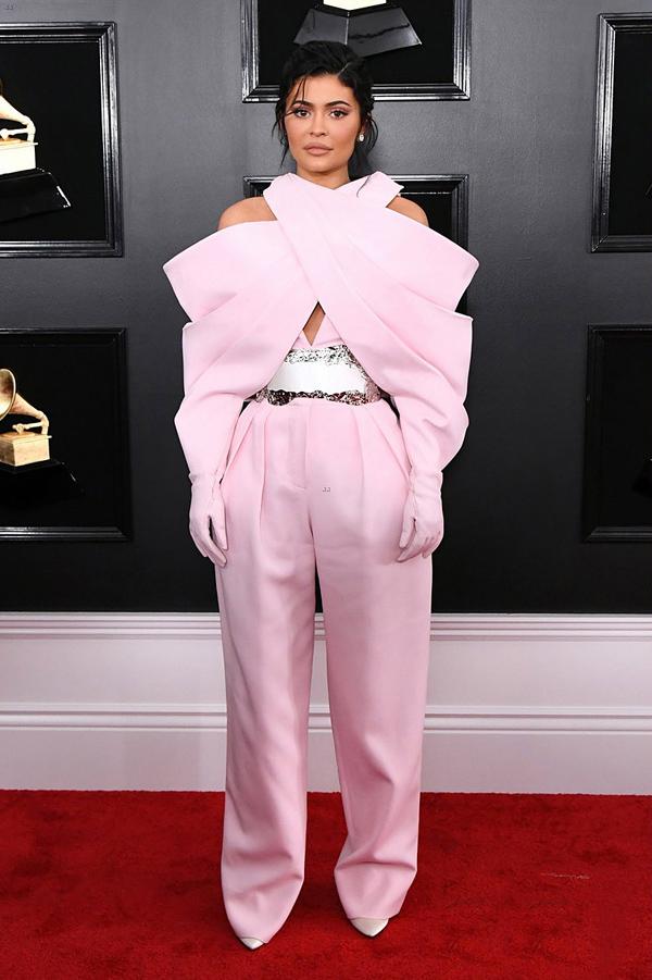 Kylie Jenner đứng đầu top sao mặc xấu ở Grammy 2019