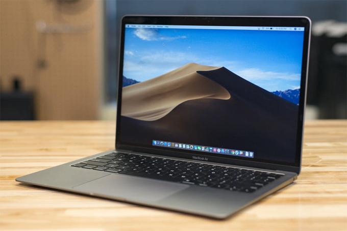 Macbook Air 2018 tân trang giá rẻ hơn gần 200 USD