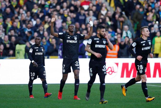 Trận đấu giữa Nantes và Nimes kết thúc với tỷ số 4-2 nghiêng về đội bóng cũ của Sala. Cũng trong ngày 9/2, Cardiff đá trận đầu tiên sau khi tân binh Sala được xác định thiệt mạng trong tai nạn máy bay và giành chiến thắng 2-1 trước Southampton. Nantes đang đòi Cardiff City hoàn tất số tiền chuyền nhượng 15 triệu bảng của Sala.