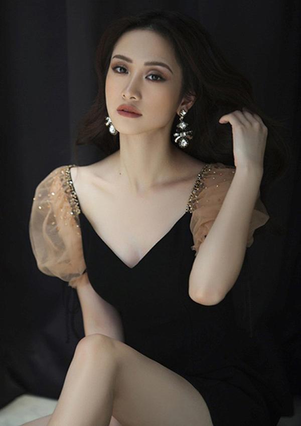 Vẻ đẹp mong manh nhưng không kém phần gợi cảm của Jun Vũ được nhiều nhà thiết kế trong nước yêu thích. Cô liên tục xuất hiện trong các chiến dịch quảng cáo bộ sưu tập thời trang mới.