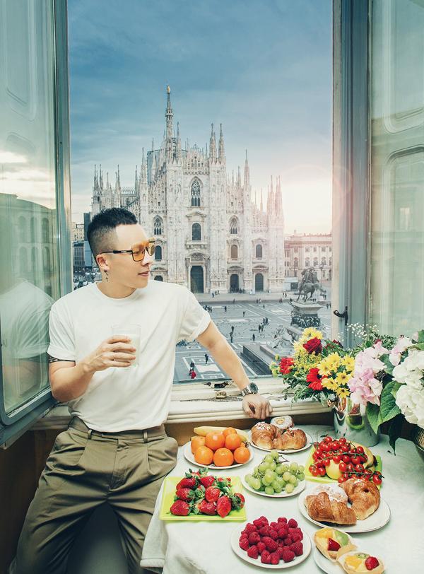 Vừa rồi anh cũng đi Italy, nghỉ dưỡng trong một căn hộ có tầm nhìn hướng ra nhà thờ Duomo nổi tiếng ở Milan.