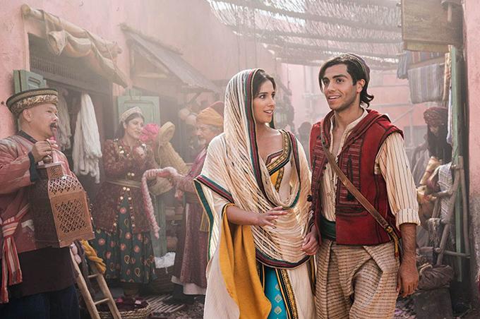 Naomi Scott vai công chúa Jasmine vàMena Massoud vai Aladdin.