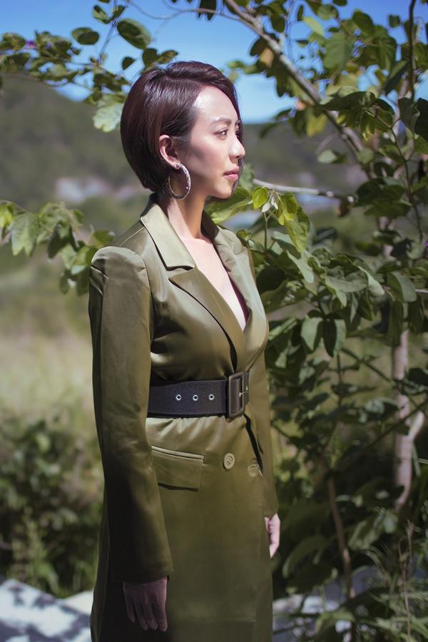 Thu Tranggợi cảm với váy xẻ ngực - 2