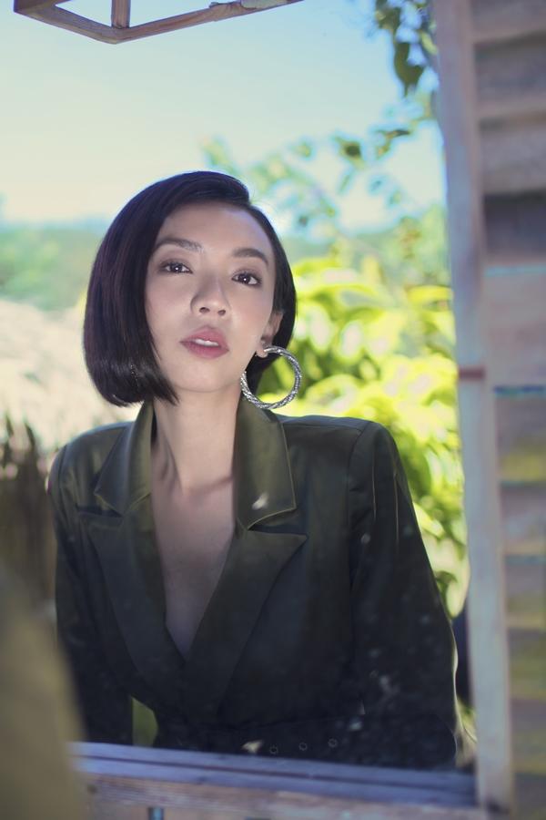 Thu Tranggợi cảm với váy xẻ ngực - 3