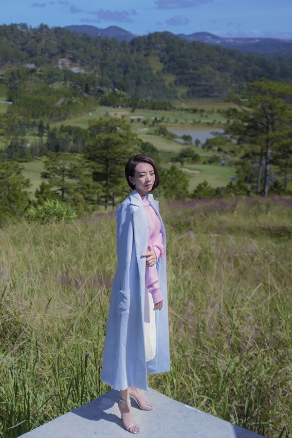 Thu Tranggợi cảm với váy xẻ ngực - 4