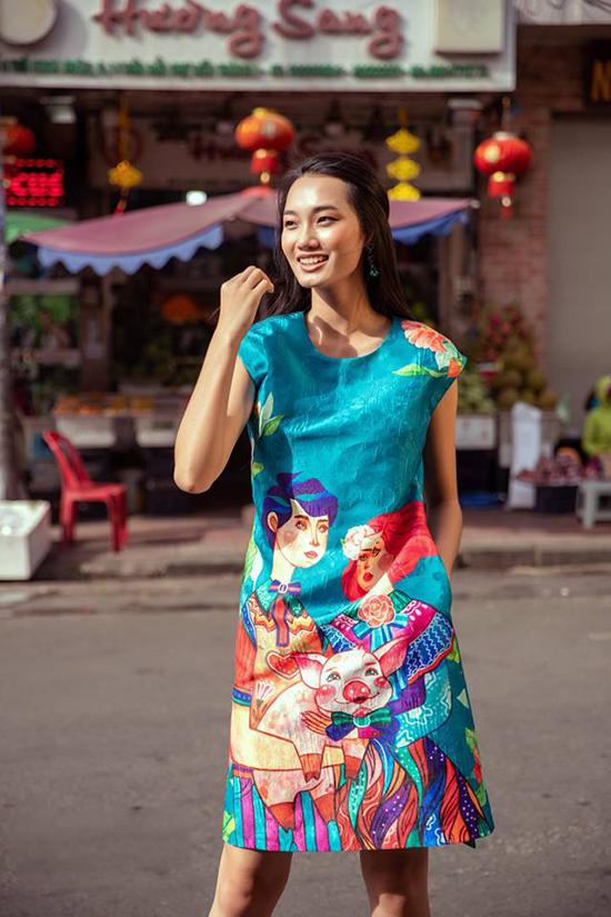 Quỳnh Anh The Face rạng rỡ trên phố với bộ cánh phối màu bắt mắt đến từ nhà mốt Vũ Ngọc & Son.