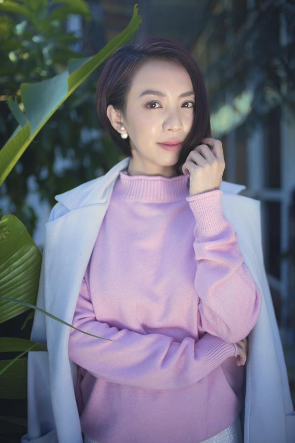 Thu Tranggợi cảm với váy xẻ ngực - 5