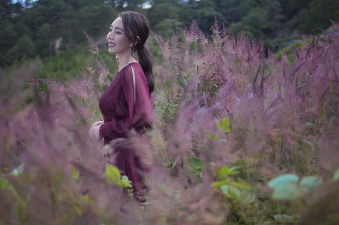 Thu Tranggợi cảm với váy xẻ ngực - 6