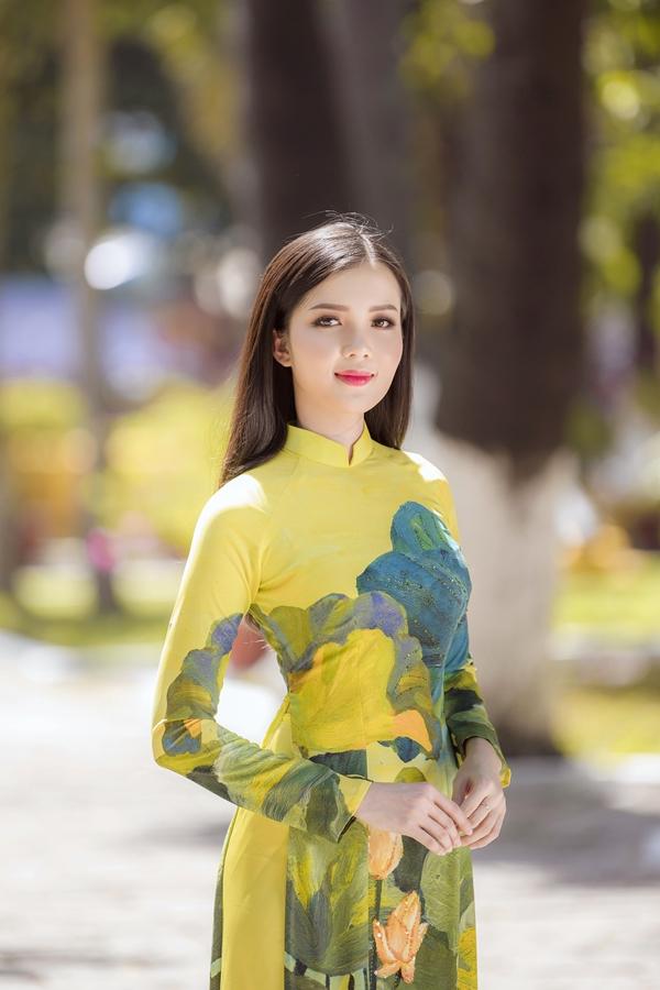 Bộ ảnh được thực hiện với sự hỗ trợ của nhiếp ảnh Mon Trần, sản xuất Mimi Juan và trang điểm Eric Đặng