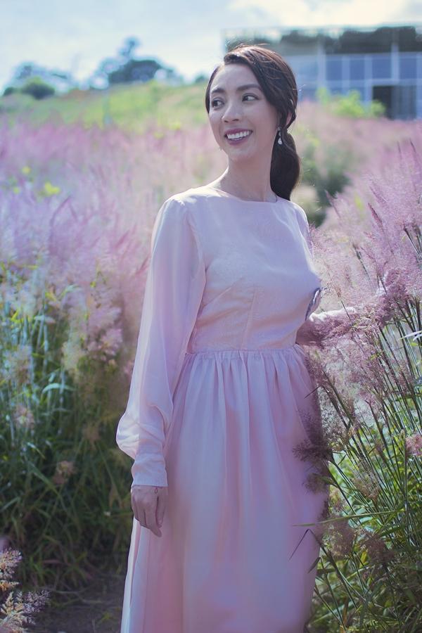 Thu Tranggợi cảm với váy xẻ ngực - 7