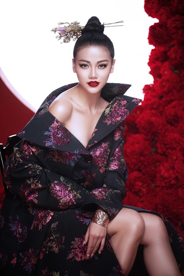 Phương Khánh chia sẻ, cô có tính cách độc lập, tự chủ trong đời sống tình cảm lẫn kinh tế. Hoa hậu hiệnđộc thân và khẳng định: Tôi không cần bạn trai đại gia vì bản thân đã tạo được tài chính.