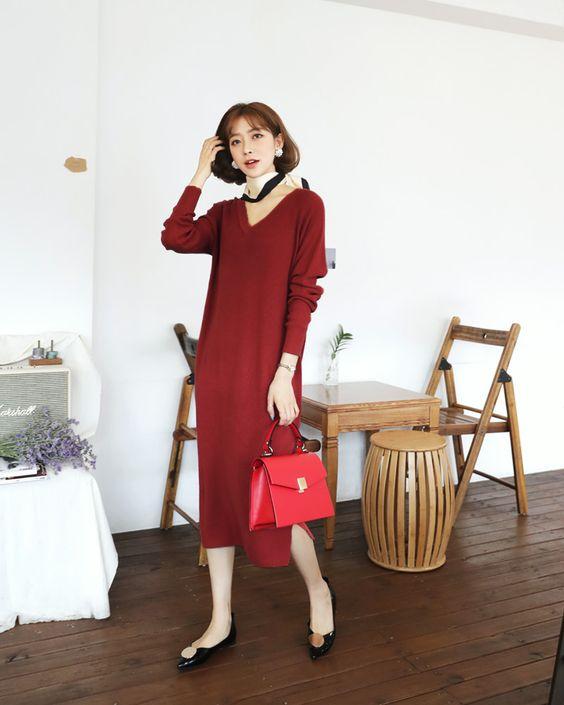 Phối trang phục và phụ kiện trên hai gam màu đỏ và đen luôn được phái đẹp ưa chuộng. Bởi công thức này dễ dàng mang tới tổng thể hoản hảo.
