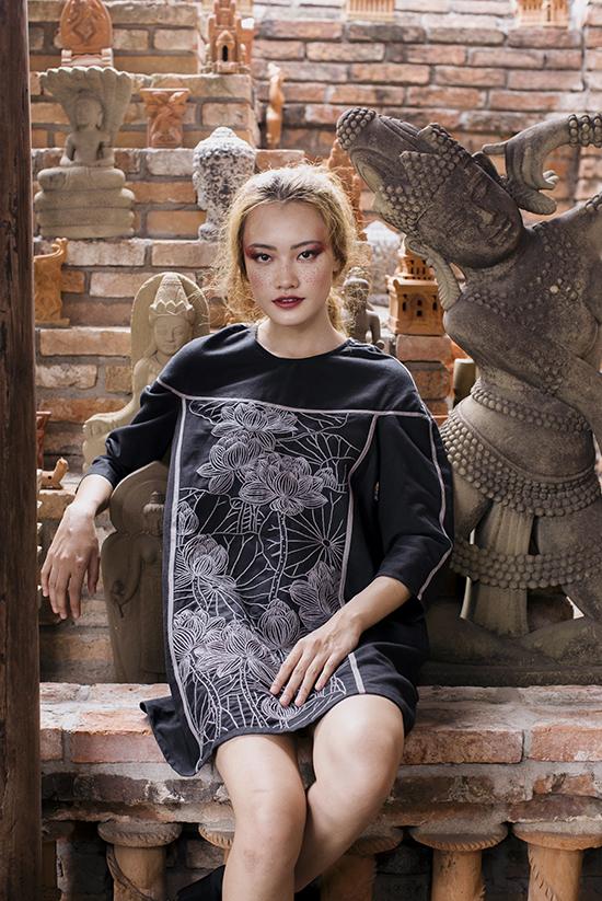 Theo nữ thiết kế, cuộc đổ bộ của các thương hiệu bình dân không ảnh hưởng nhiều đến thị trường riêng của cô vì phân khúc khách hàng của hai bên tương đối khác nhau.
