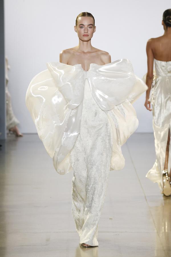 Bộ sưu tậpFall/Winter 2019 đánh dấumột bước ấn tượng trên hành trình sự nghiệp của Công Tríbằng việc hợp tác với stylist Kate Young hàng đầu của Mỹ.